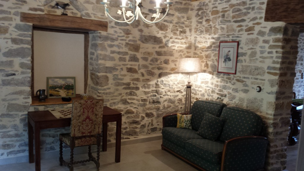 rh ne et vignes meubl touristique de grand confort rh ne et vignes. Black Bedroom Furniture Sets. Home Design Ideas